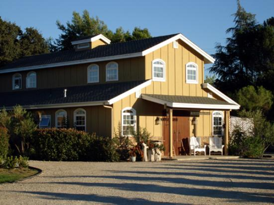 Winemaker's Porch Bed & Breakfast: Winemakers Porch rooms are upstairs