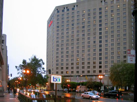 Oakland Marriott City Center: Hotel exterior showing BART station directly across from hotel