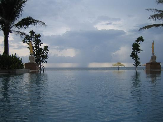 Layana Resort and Spa: Pool - Sea View