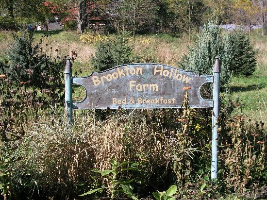 Brookton Hollow Farm Bed and Breakfast: Entrance to the B&B