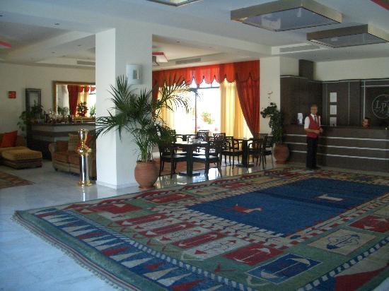 Hotel entrance picture of la piscine art hotel skiathos for Art piscine hotel skiathos