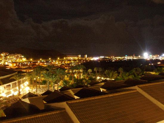 Gran Oasis Resort: Night views from the balcony