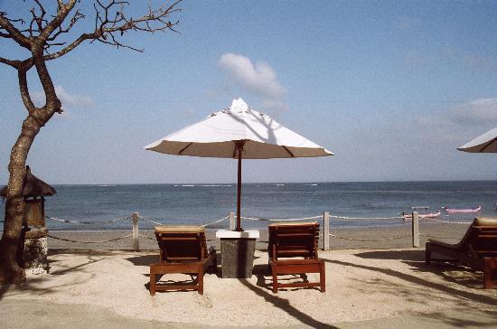 Hotel Santika Premiere Beach Resort Bali: Beach Chairs