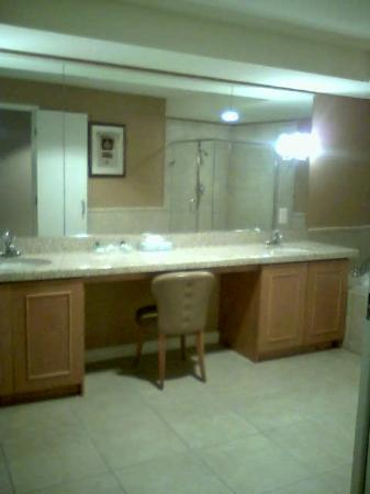 Gold Country Casino & Hotel: Bathroom vanity