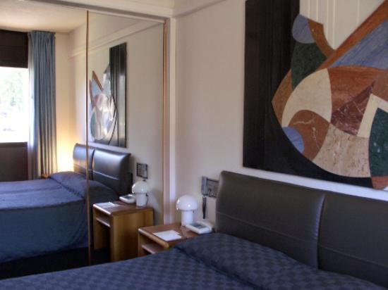 Albornoz Palace Hotel: marble room