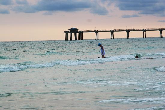 Destin, FL: lady at beach