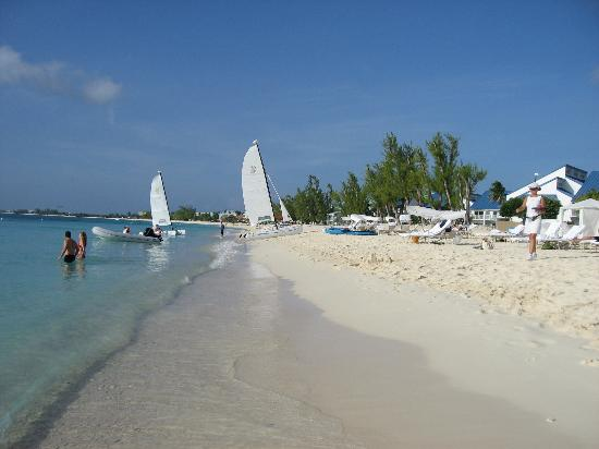 The Ritz-Carlton, Grand Cayman: Here is a picture of the beach in front of the hotel.