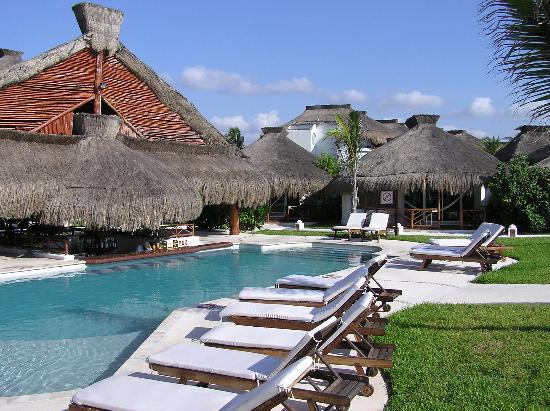 El Dorado Royale, by Karisma : Papagayos Swim-Up Bar and our Casita