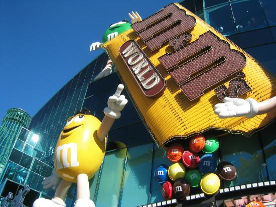 my awesomely big 3x blue m&ms shirt - Picture of M&M'S World Las ...