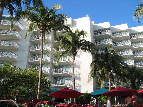 Aruba Marriott Resort & Stellaris Casino: Marriott Hotel view from pool
