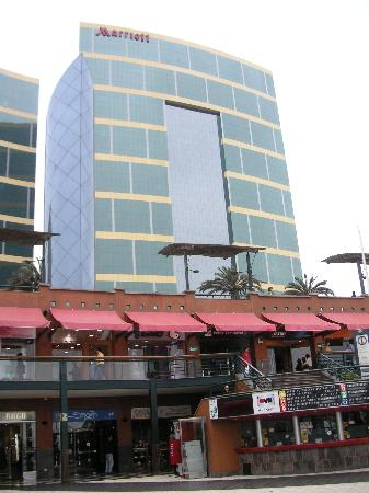 JW Marriott Hotel Lima: View from the Larcomar Shopping center across the street.