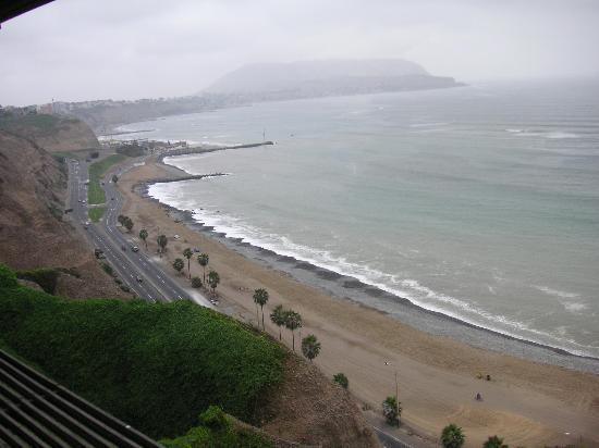 JW Marriott Hotel Lima : Beach across the street from the Lima Marriott