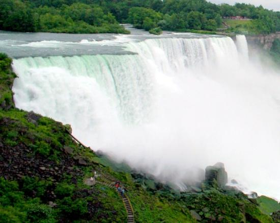 Niagara Falls, Canada: walking in the falls