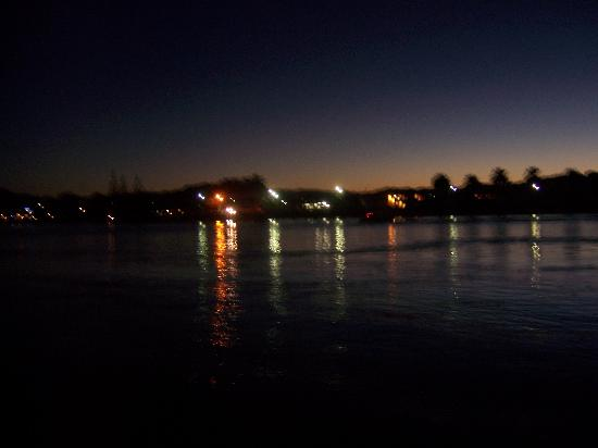 Ferry Landing Lodge: Looking across at Whitiangi just after sunset