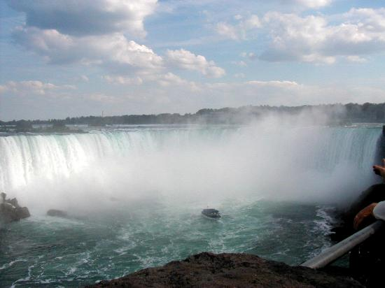 Cataratas del Niágara, Canadá: Maid of the Mist at the base of Horseshoe Falls