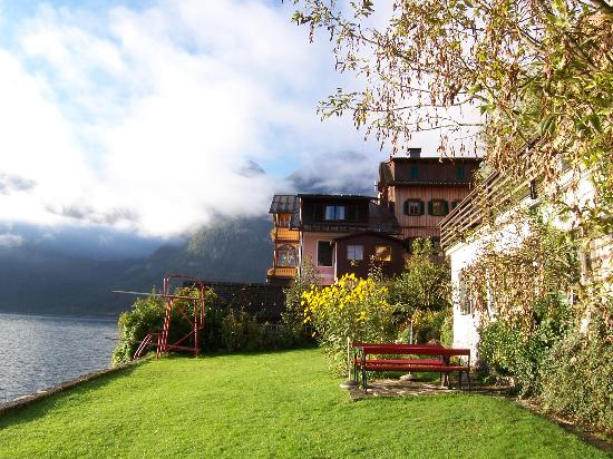 Pension Sarstein, Hallstatt - Private guest area by the lake