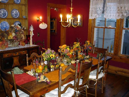 1902 Turnpike House B&B: Dining Room