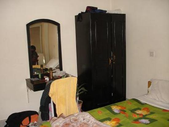 Annapurna Guest House: Cupboard and dressing table