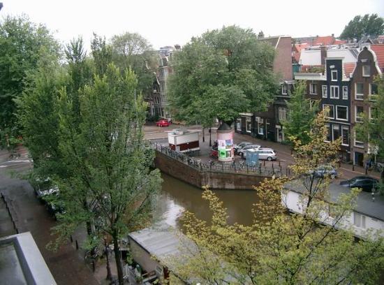 Bed & Breakfast Op de Gracht: Canal from our bedroom
