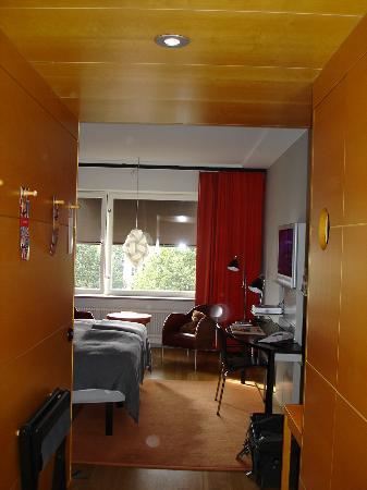 Hotel Rival: Bedroom - Photo 3