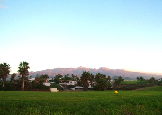 Amarilla Golf: Early morning on the tee.