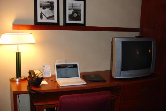 Courtyard High Point: Here is the great desk with the television