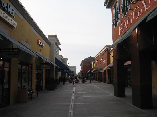 Albertville, MN: Outlet Stores