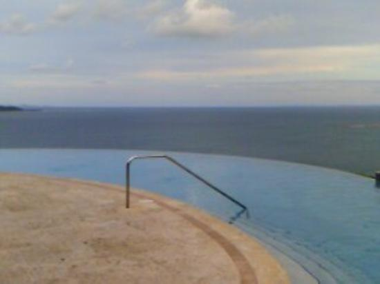 Las Casitas Village, A Waldorf Astoria Resort: Infinity Pool Overlooking Ocean