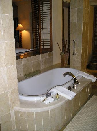 Saxon Hotel, Villas and Spa : Tub