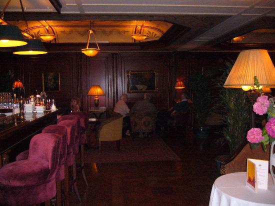 Hotel Napoleon Paris: bar area on ground floor