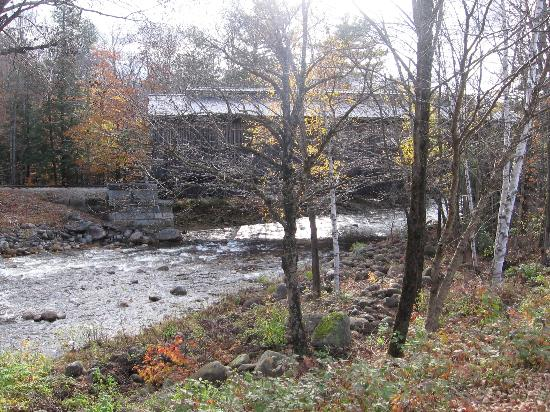 White Mountain Motel & Cottages: The Pemi River Under the Covered Bridge