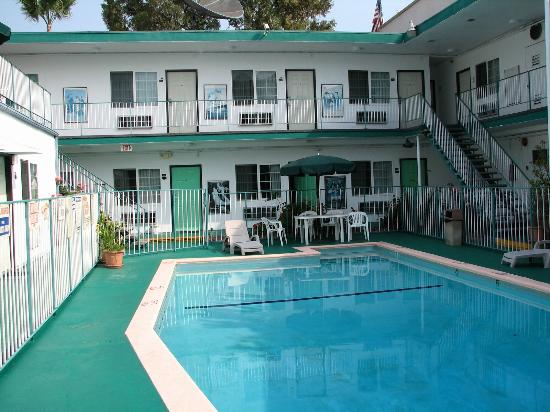 Rodeway Inn: Hotel Rooms and pool