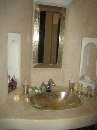 Dar Les Cigognes: BathroomMirror- Can you see yourself?