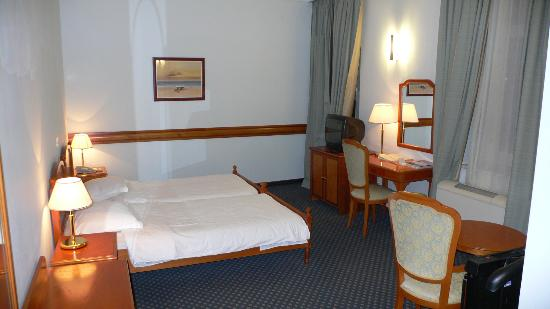 Hotel Excelsior Dubrovnik: our twin room