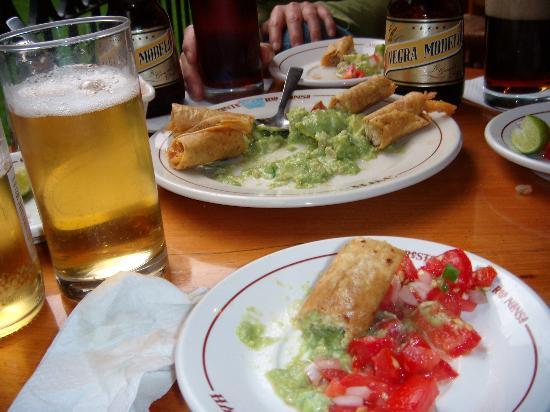 Hotel Maria Cristina: Beear & Chikin Taco