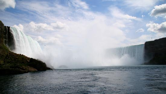 Wodospad Niagara, Kanada: Horseshoe Falls from the deck of Maid of the Mist.