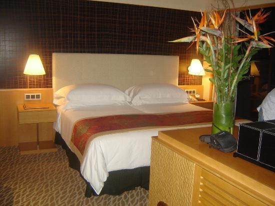 Mandarin Oriental, Singapore: very comfortable pillows and bed