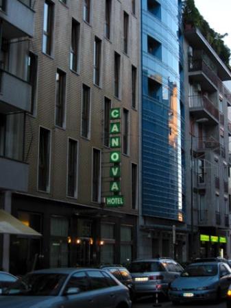 Canova Hotel: Street view (closeup)