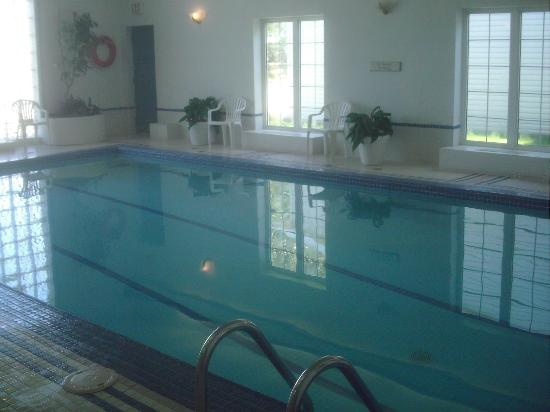 Quality Inn & Suites Garden of the Gulf: Indoor Pool