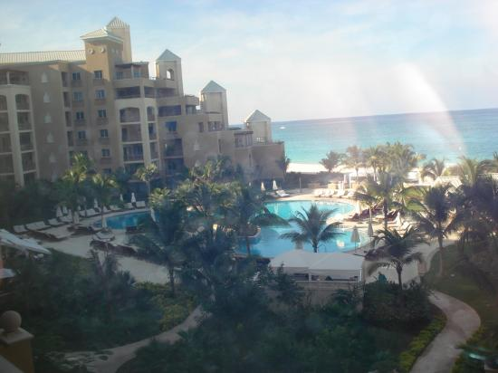 The Ritz-Carlton, Grand Cayman: resort view from elevator