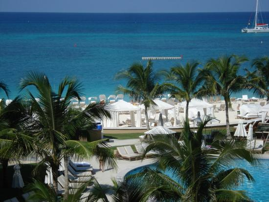 The Ritz-Carlton, Grand Cayman: pool and ocean