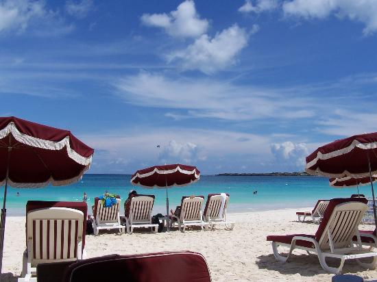 Green Cay Villas: Lounging at the Beach
