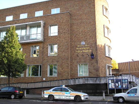 station de police de kennington road picture of days. Black Bedroom Furniture Sets. Home Design Ideas