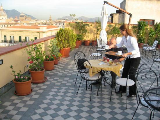 Ambasciatori Hotel: Breakfast on the patio