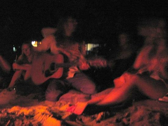 Mango Bay Resort Fiji: Midnight bonfires