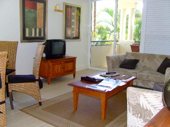 Mandalay & Shalimar Luxury Beachfront Apartments: 2 Bed apt living room
