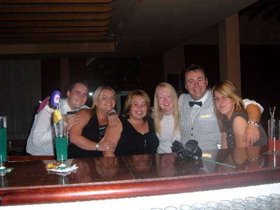 Protur Bonaire Aparthotel: Us and the lovely waiters!!!