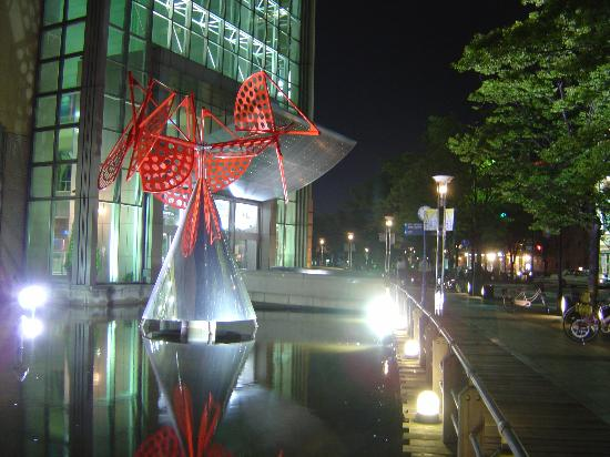 Кобе, Япония: Kobe at Night (near Harborland)