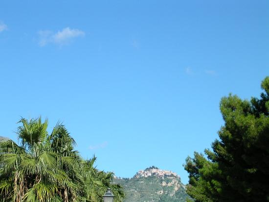 Villa Daphne: Taormina from Giardini Naxos