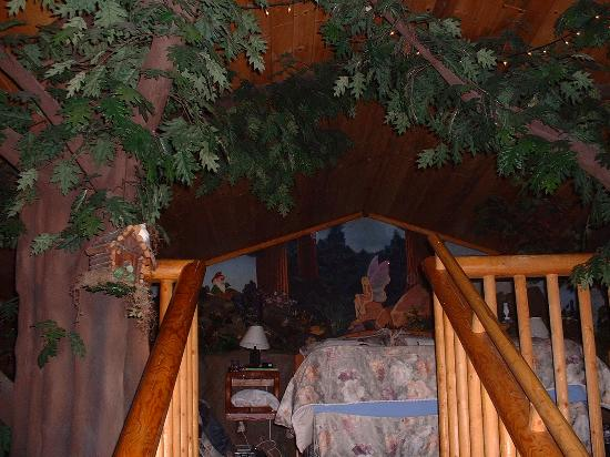 Castle Wood Theme Cottages: Bed on the 3rd level- has a mini forest behind ur head board- with squirrels, deers, gnomes etc